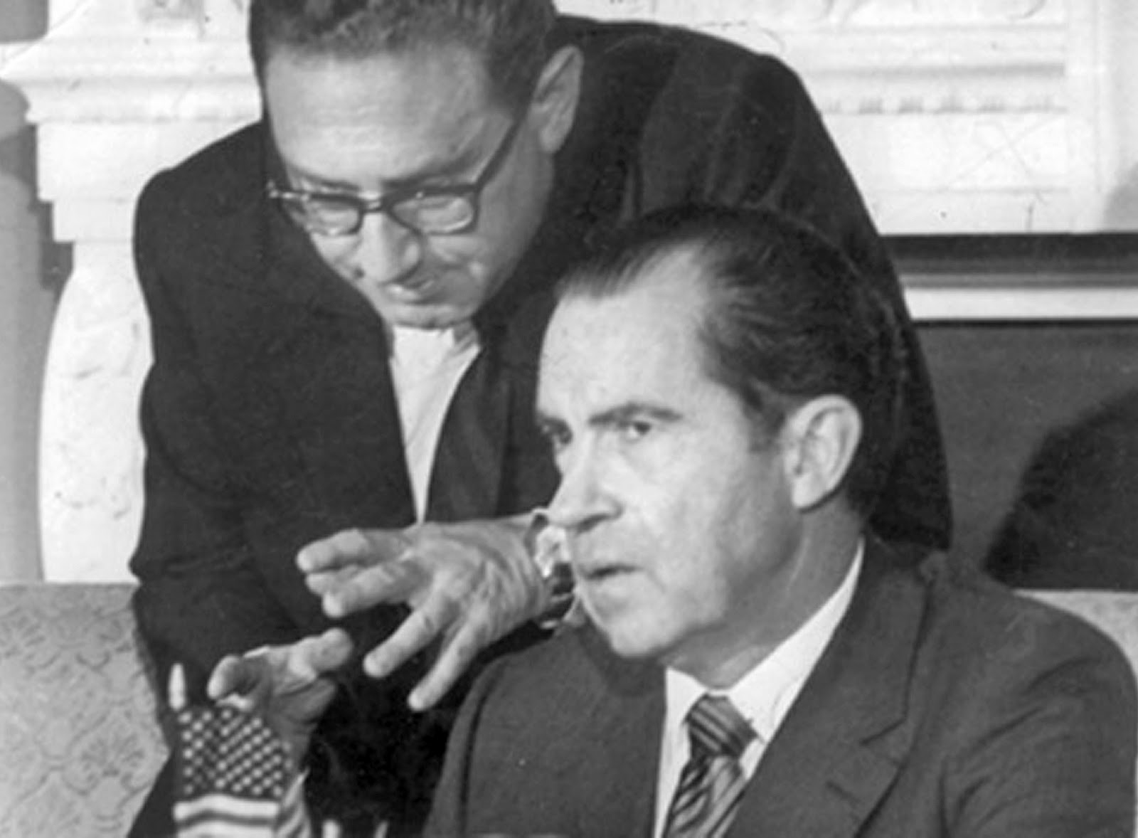 NIXON TREMBLING WHILE KISSINGER                             CALMS HIM DOWN, PROTESTORS OUTSIDE OVAL                             OFFICE