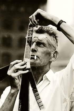steve_schapiro_Samuel_beckett_looking_at_film