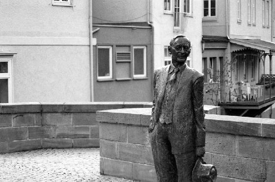 1Herman_Hesse_Statue-Calw