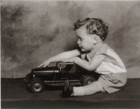1americari-as-child-with-car